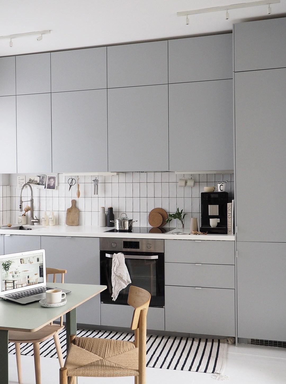 Gray modern kitchen with subway tile backsplash and modern decor