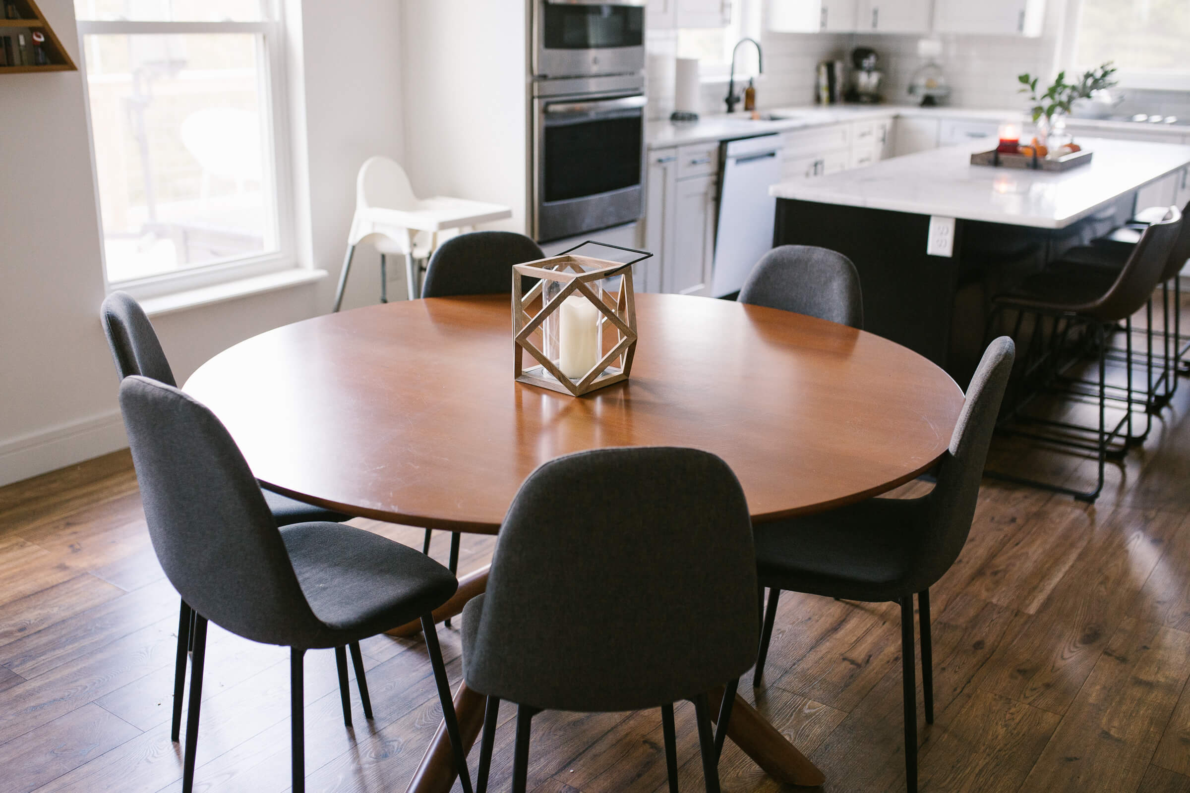 brown mid-century circle kitchen table and chairs